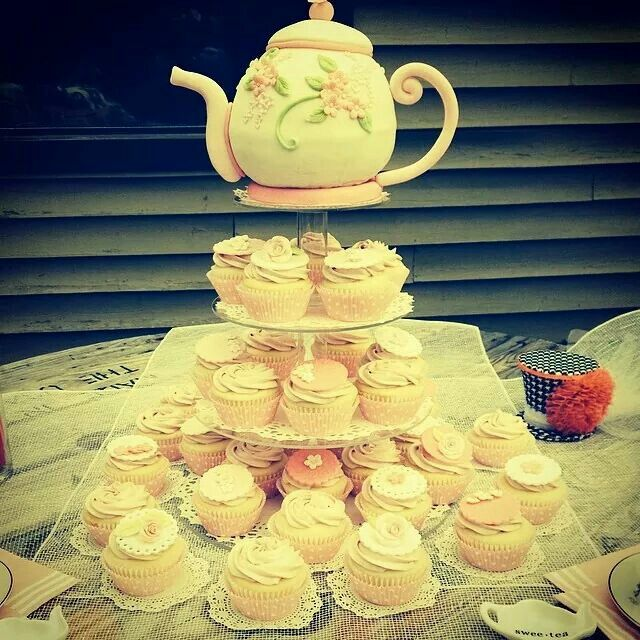 Bridal shower teapot cake