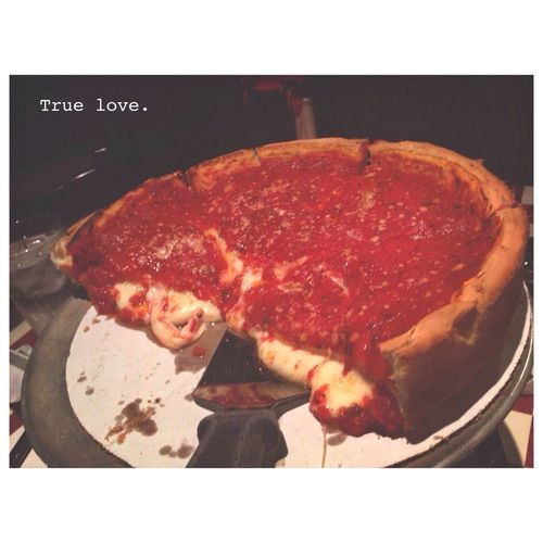 Image via We Heart It #chicago #food #good #love #pizza #pizzeria #chicagostyle #pizzaslut #giordanos