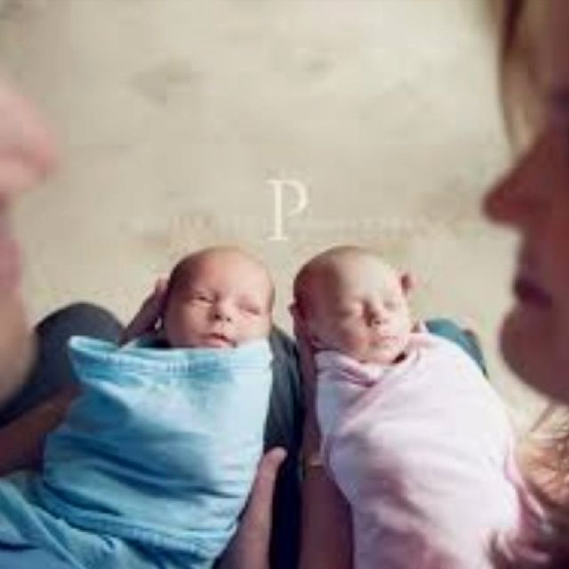 Newborn twin photo idea with siblings instead of parents