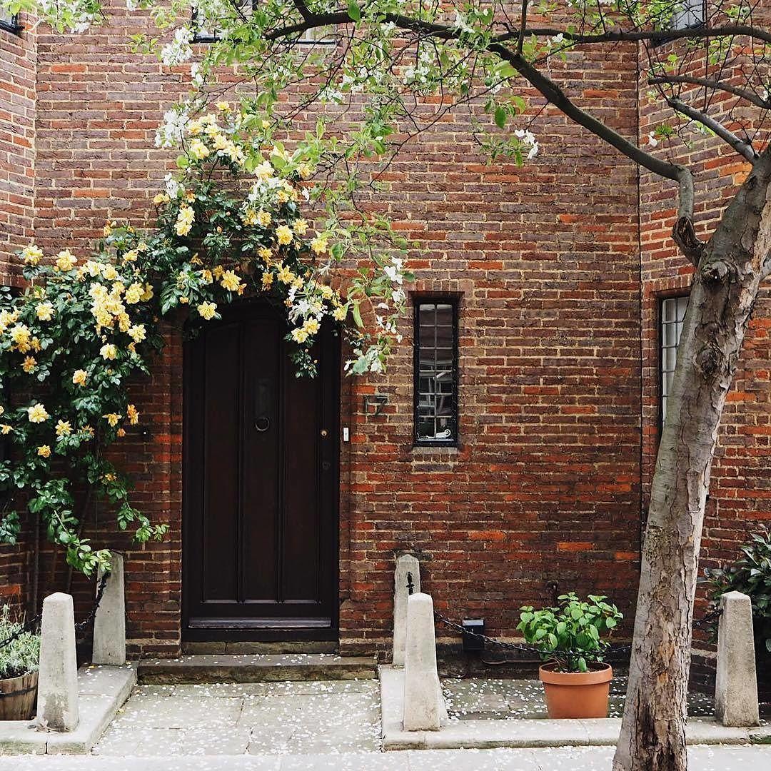 Beautiful London stories from @giuliaballetti  #london #beautiful