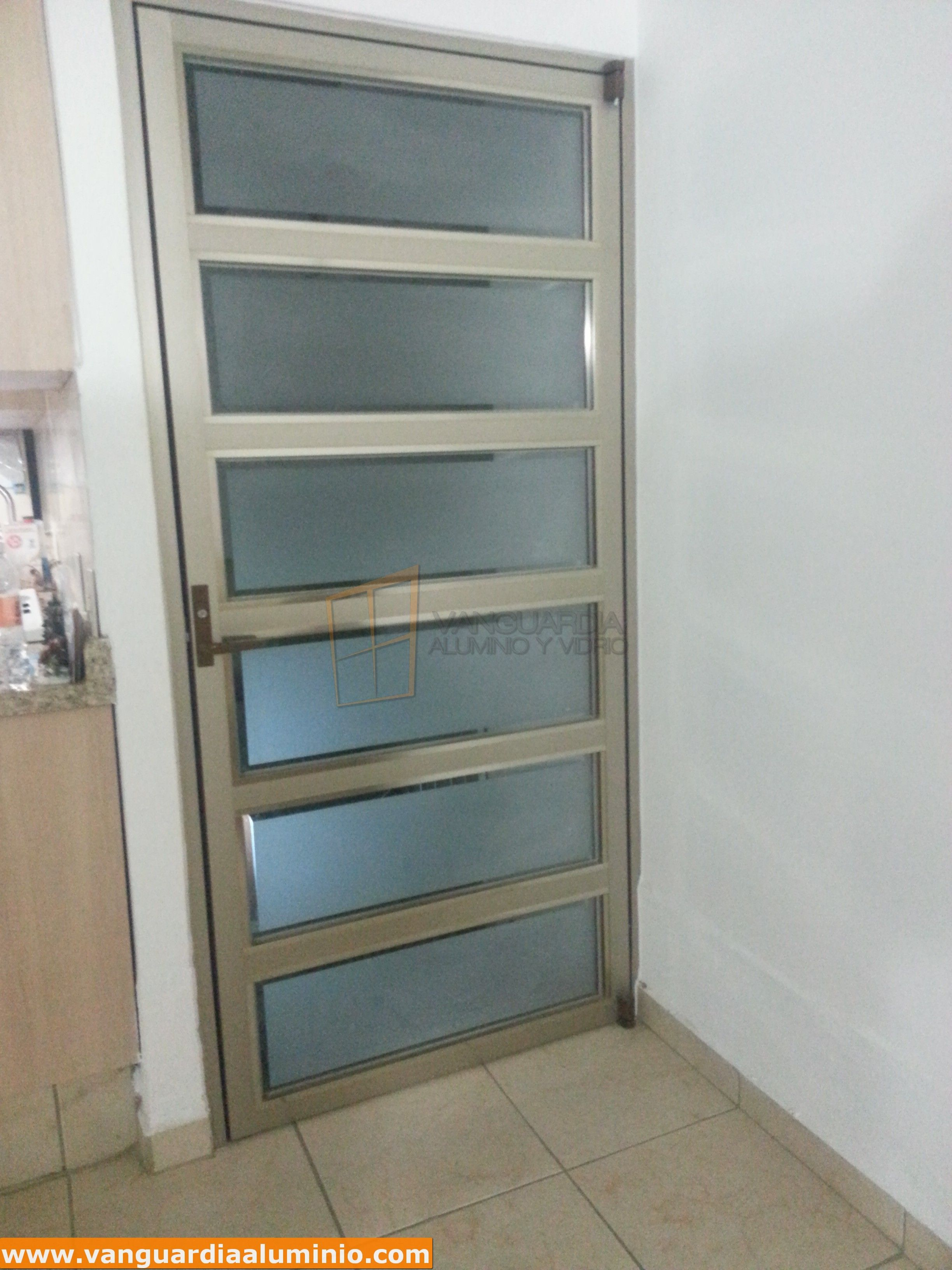 Puerta aluminio vidrio 2448 3264 puertas de for Manijas para puertas de vidrio