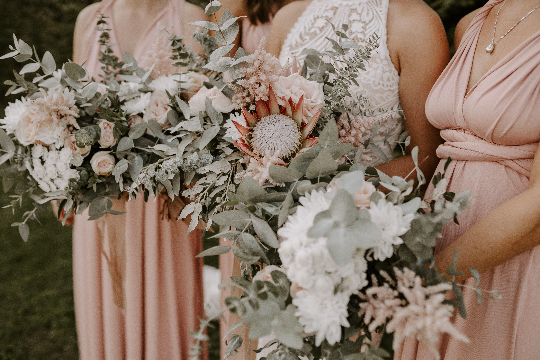 Brautjungfernstrausse Zusammen Mit Dem Brautstrauss Kleid Hochzeit Hochzeitskleid Spitze Brautjungfernkleid