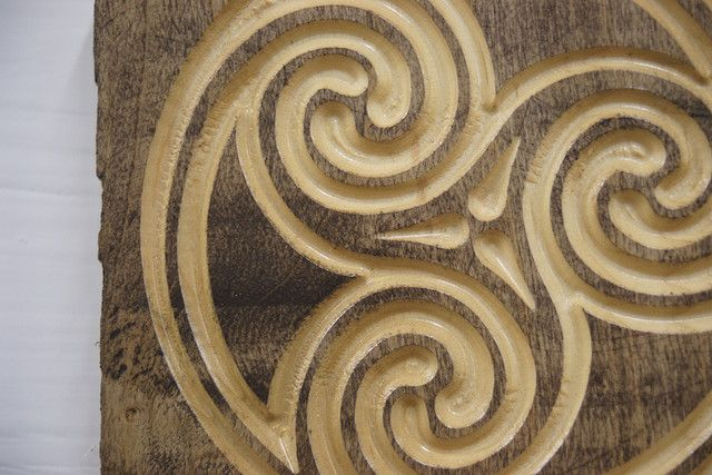 Woodworking celtic circles wood carving