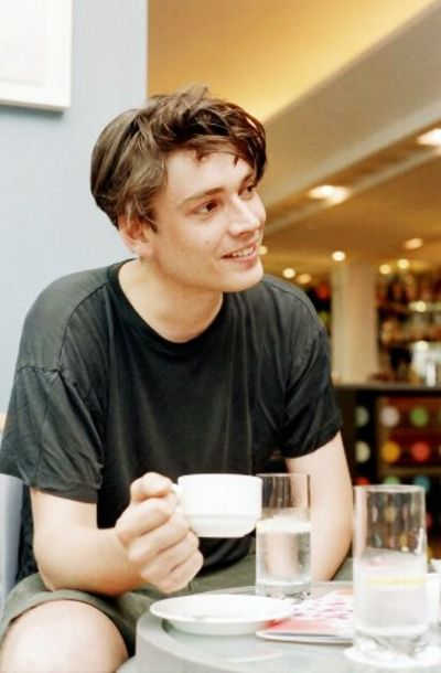 Vintage floppy haired Alex James -- *swoon*