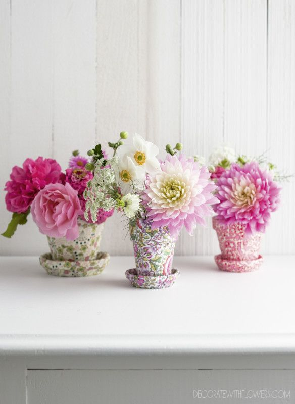 "DIY project in the new book ""Decorate With Flowers"" by Holly Becker & Leslie Shewring http://decor8blog.com/dwf/image-gallery/ Photography: LESLIE SHEWING"