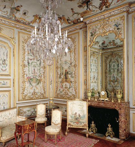 France 39 s chateau de chantilly style of 18th and 19th for French chateau style decor