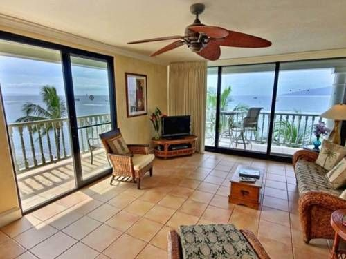 Lahaina Shores #501 Lahaina (Maui, Hawaii) Located in the Historic Lahaina Front Street district in Lahaina, this air-conditioned apartment is 900 metres from Lahaina Boat Harbor. The apartment is 1 km from Lahaina Banyan Court.