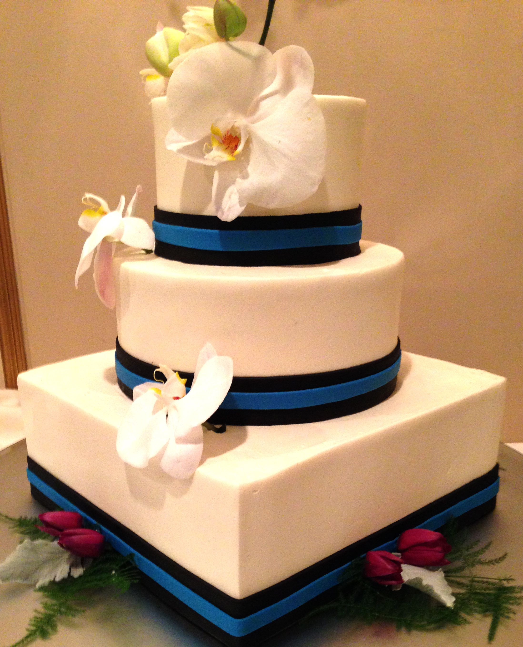 3 Tier Wedding Cake | Have your cake and eat it too | Pinterest ...
