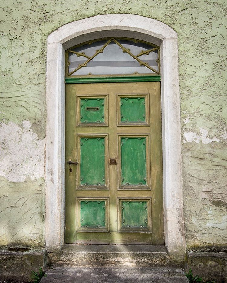Had to stop and take a picture of these amazing door.  I love all the color used on exteriors in Europe.  It makes everything look so inviting and happy! #igersbavaria #bavaria #doorsworldwide #ihaveathingfordoors #letsmovein