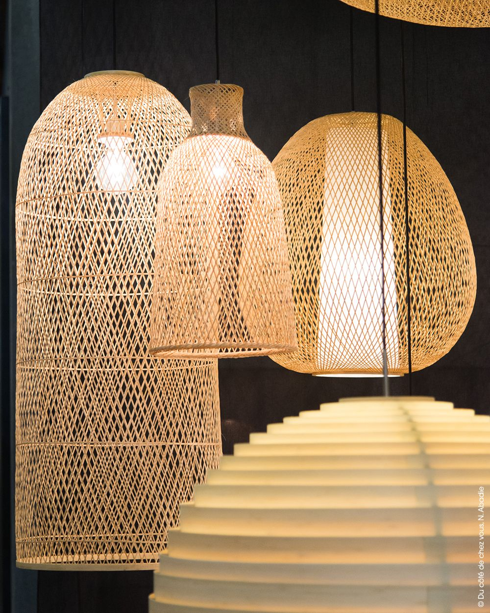 Design hollandais ay illuminate 2016 lampes vannerie for Suspension osier design