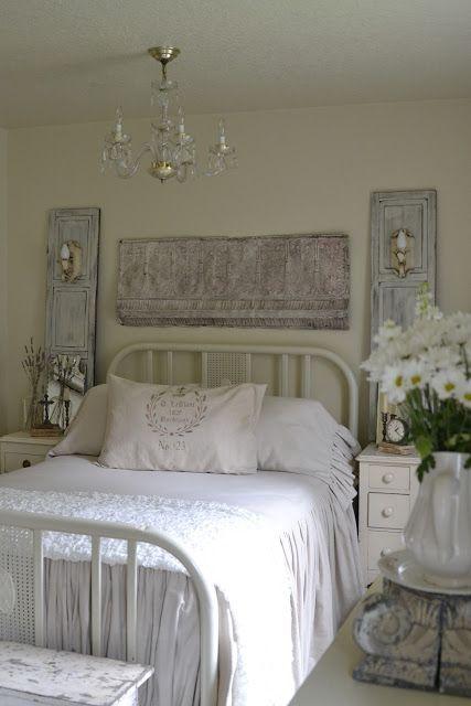 Französischer landhausstil schlafzimmer  Again, I want my bed back... Vio~ This room - decorated with sconces ...