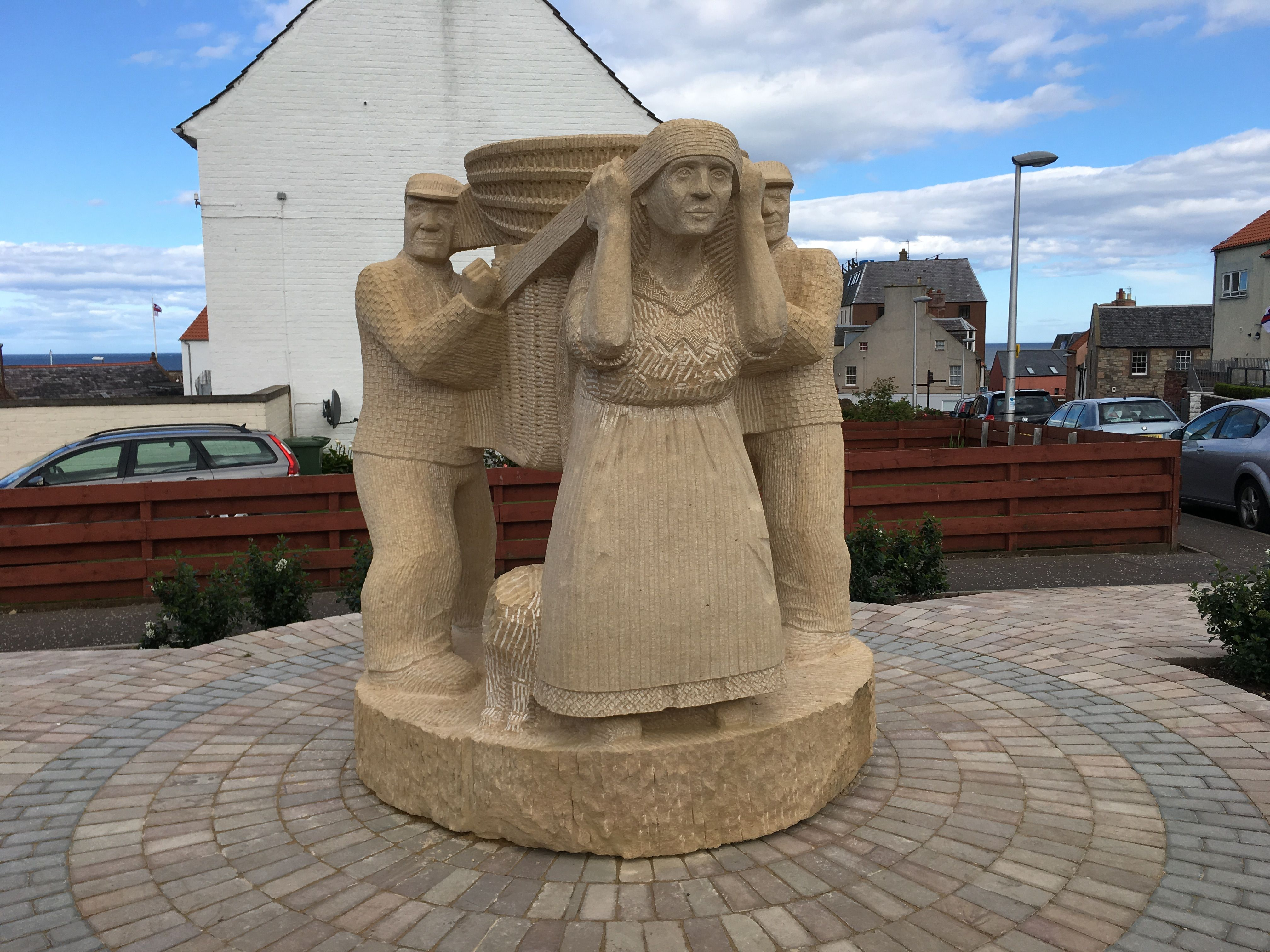 The Creel Loaders, Dunbar - sculptor Gardner Molloy - 2016 - junction of Castle Gate and Victoria Street