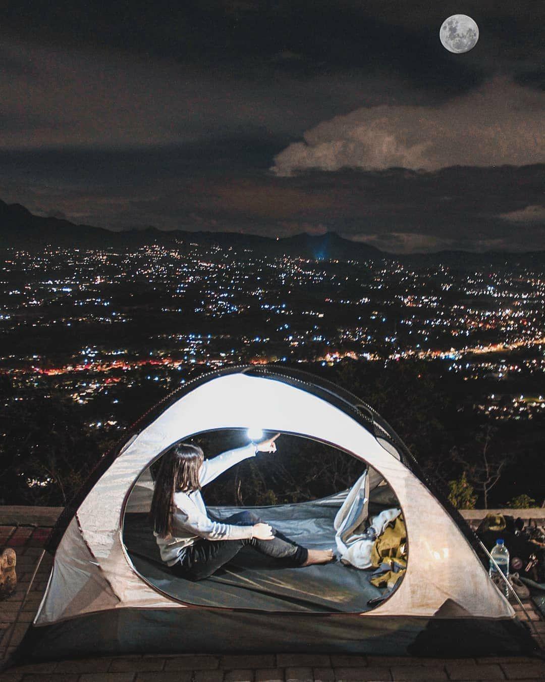 Dari Indoflashlightjabar Namanya Puncak Galau Puncak Yang Memiliki Panorama Alam Yang Sangat Indah Sobat Dapat Camping Di 2020 Pemandangan Kota Bogor Penerbangan