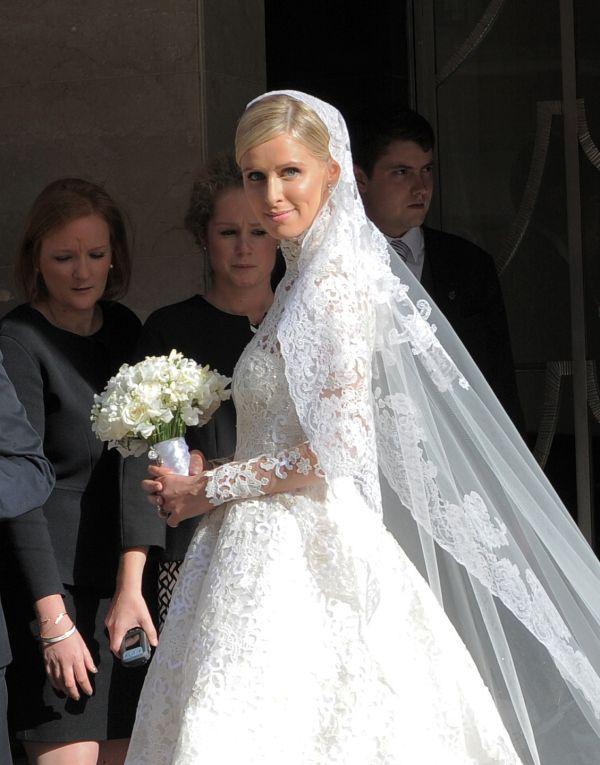 You Have To See Nicky Hilton S Valentino Wedding Dress Kleid Hochzeit Hochzeitskleider Spitze Kleider