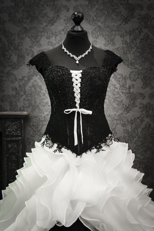 Dein schwarz-weißes Brautkleid  Brautmode, Ausgefallene outfits