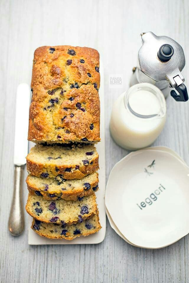 Lets brunch. Banana cake with blueberry grain. More then delicious! Via @pane_burro.  Sideplate Pensieri (Thoughts) by @dishesonly