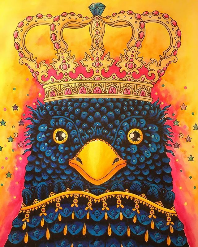My quirky king of blackbirds. It was so much fun to do this, and I'm a bit excitet. First try with my zig pen's and I just love how they work. I hope you like him as much as I do  ✏️zig, polychromos and gelly rolls #hannakarlzon #magiskgryning #zigpen #polychromos #målarbokförvuxna #coloringbook #bayan_boyan #coloring_secrets