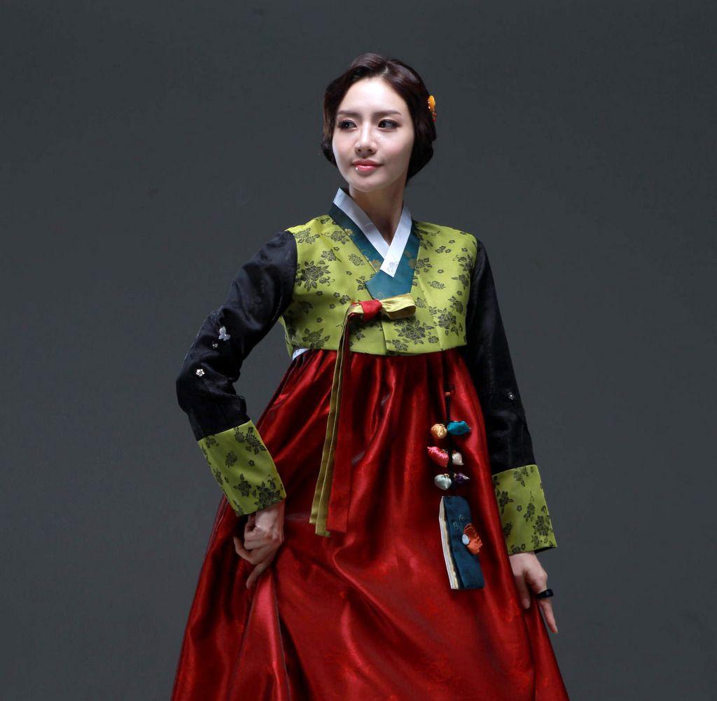 Hanbok Korean Traditional Dress Hanbok South Korea Or Chosŏn Ot North Korea Is The Tradi Korean Traditional Dress Traditional Outfits Traditional Dresses