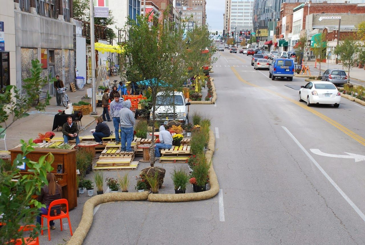 Urbanismo táctico : intervenciones de bajo costo y baja burocracia municipal.   Pallets, eco..