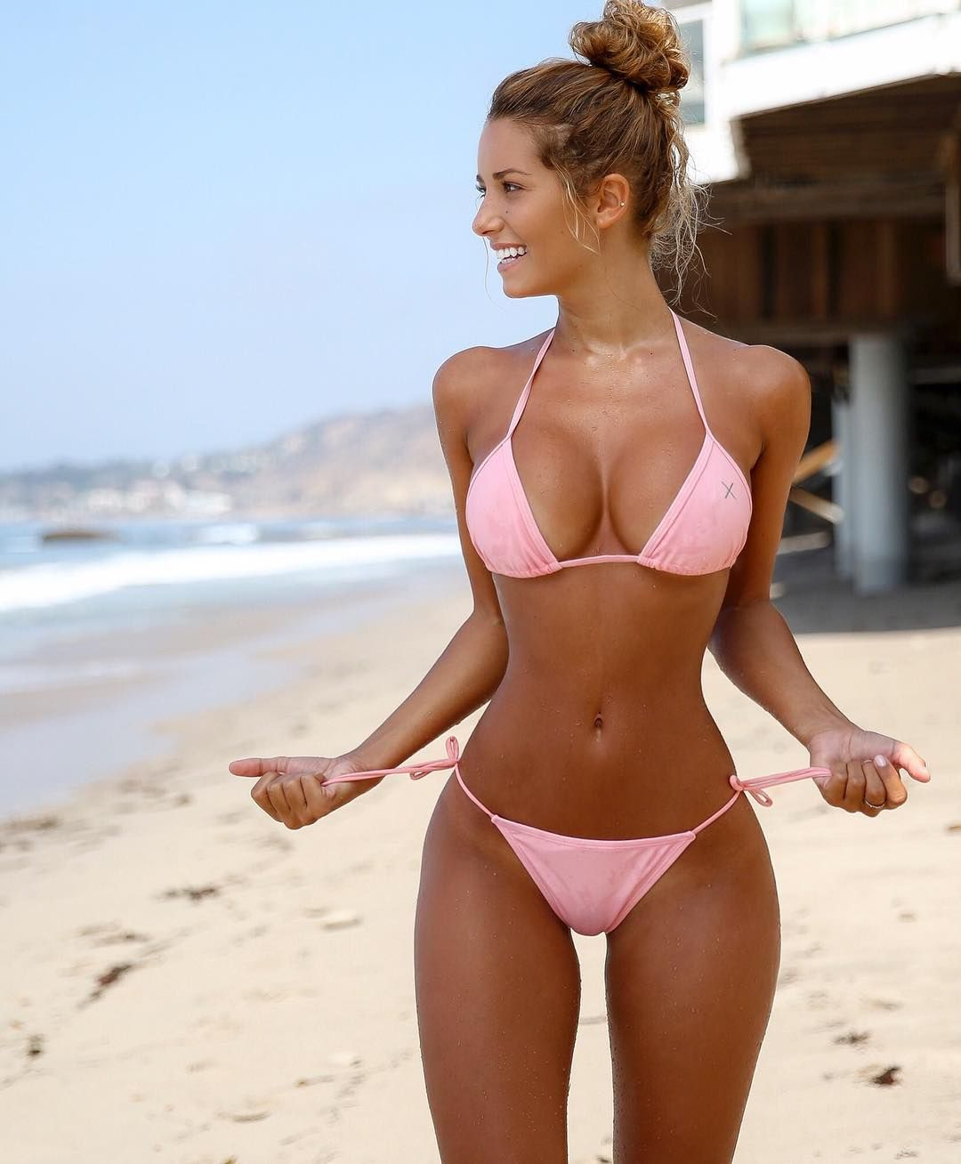 youn-sexy-bikini-girls-on-the-beach