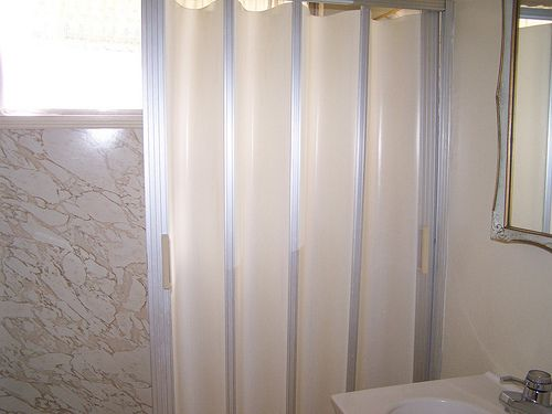 Ordinaire Folding Shower Doors