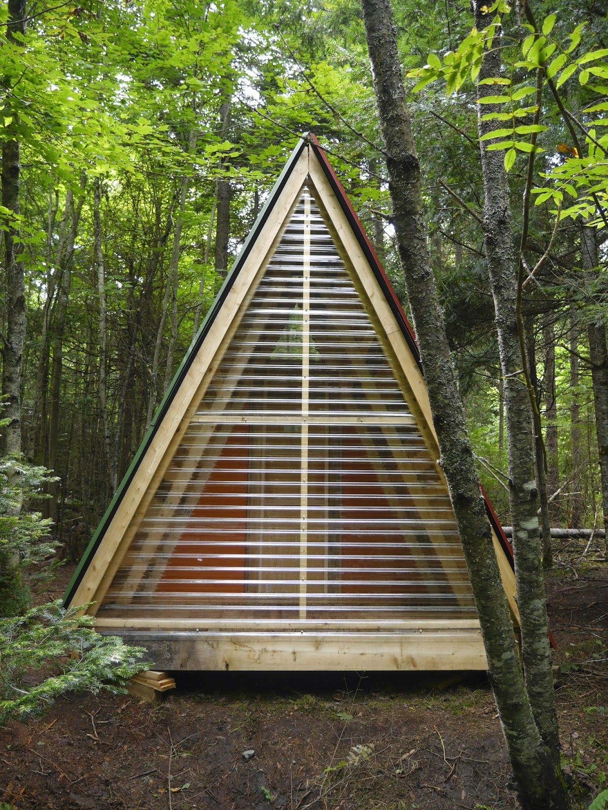 A tiny bunk house made from SCRAP and JUNK in the woods of Vermont…
