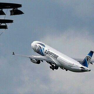 #LaRealNoticia Azafata del A320 de Egyptair Publicó una Inquietante Foto en la Red http://ow.ly/mdah300ptTy