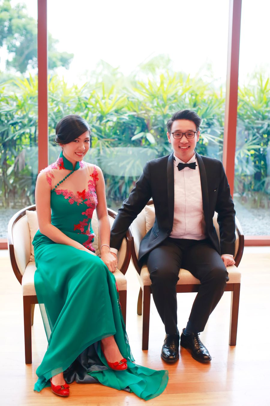 Green wedding cheongsam by Singapore-based Renee L | Handcrafted Wedding with a Paper Flower Backdrop: Brian + Tiffany