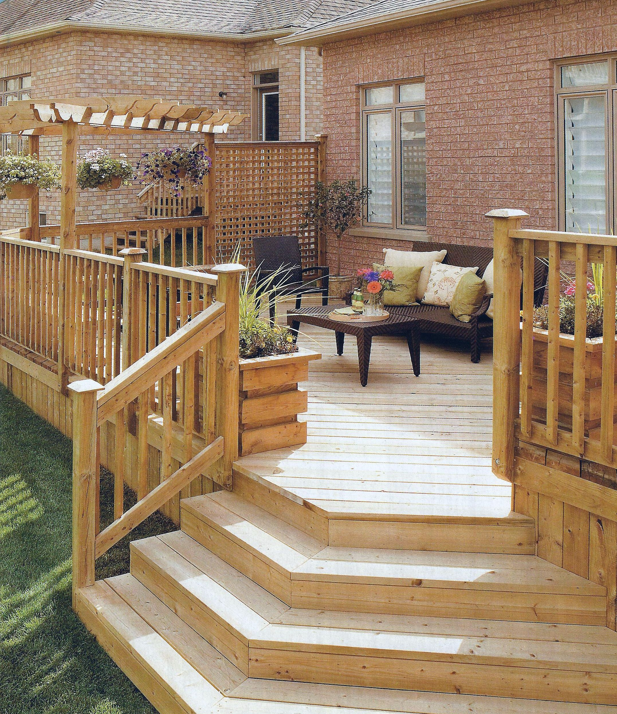 Wooden deck with lattice privacy partition likes stair for Lattice for privacy on patio