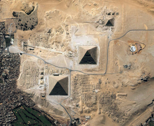 .Bird's view of the Giza plateau