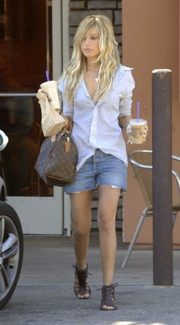 Celebrities with monogrammed Louis Vuitton Speedy canvas bag ... edfcec13eb43c