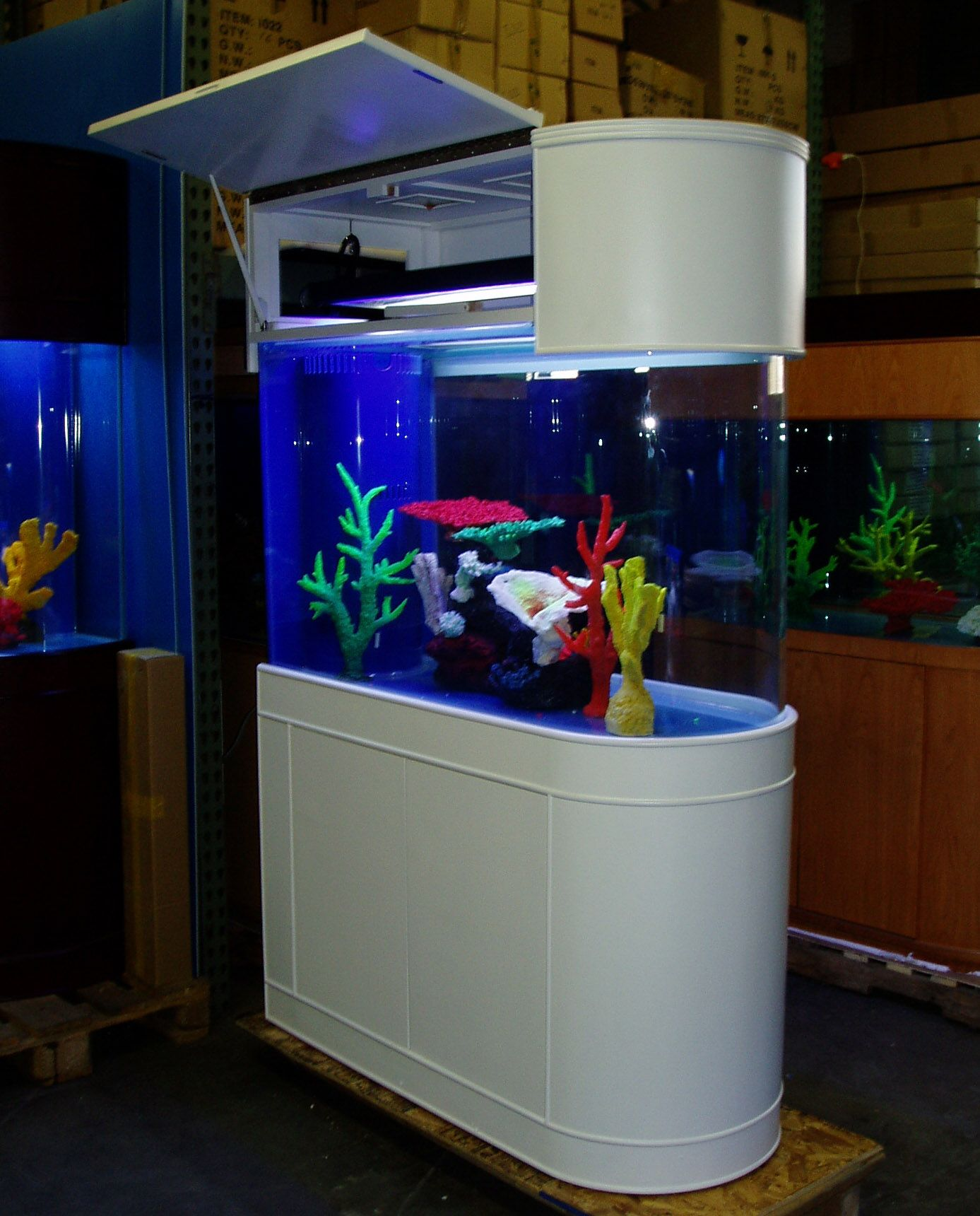 Fish tank living room table - If You Love Nature And Would Like To Include Aspects Of It In Your Home Then You Shhould Consider Acquiring A Fish Tank Aquariams Are Stylish And