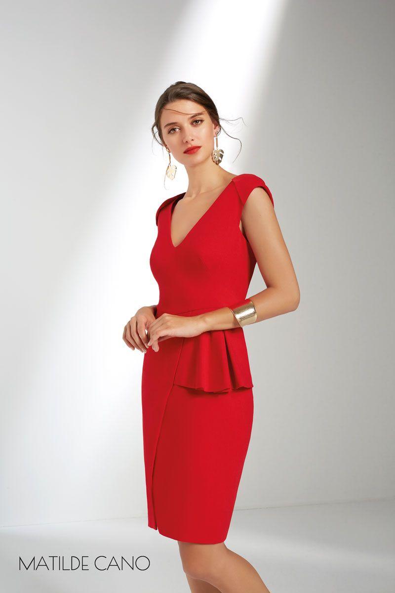 07f1cdac3 Vestido corto en rojo con pequeño volante en la cintura