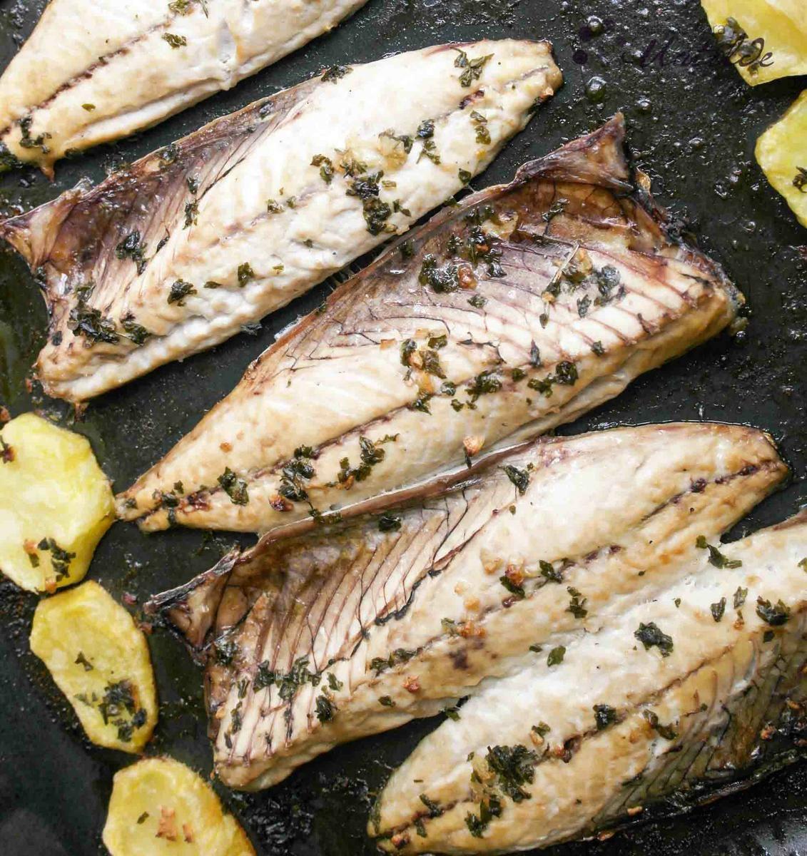 Xarda o caballa al horno pescados y mariscos recetas for Cocinar pez espada al horno