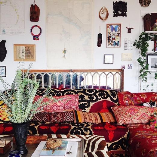 .Boho sitting room: suzani and kilim