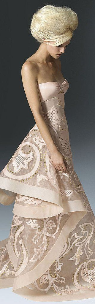 Atelier Versace, A stunning gown, but, to imagine a woman that has not a mere whisper of a figure....?