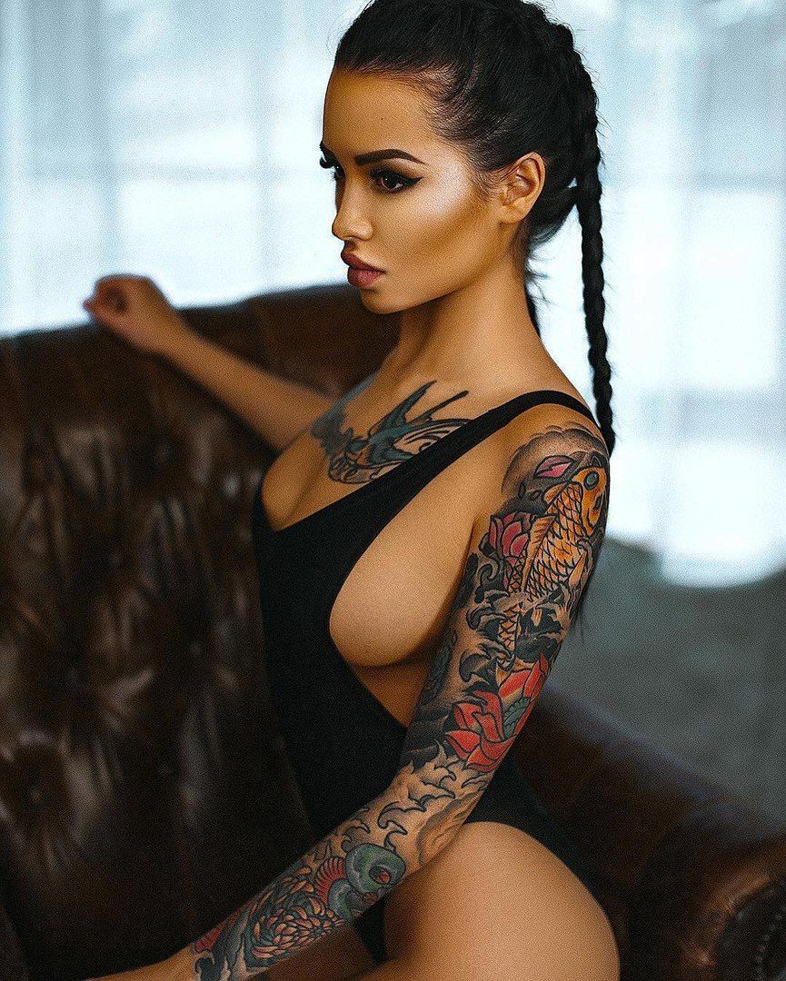 Sexy babes with tattoos-1653