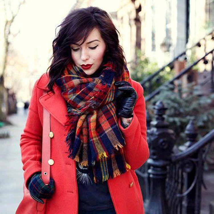 шарф к красному пальто фото найти много красивых