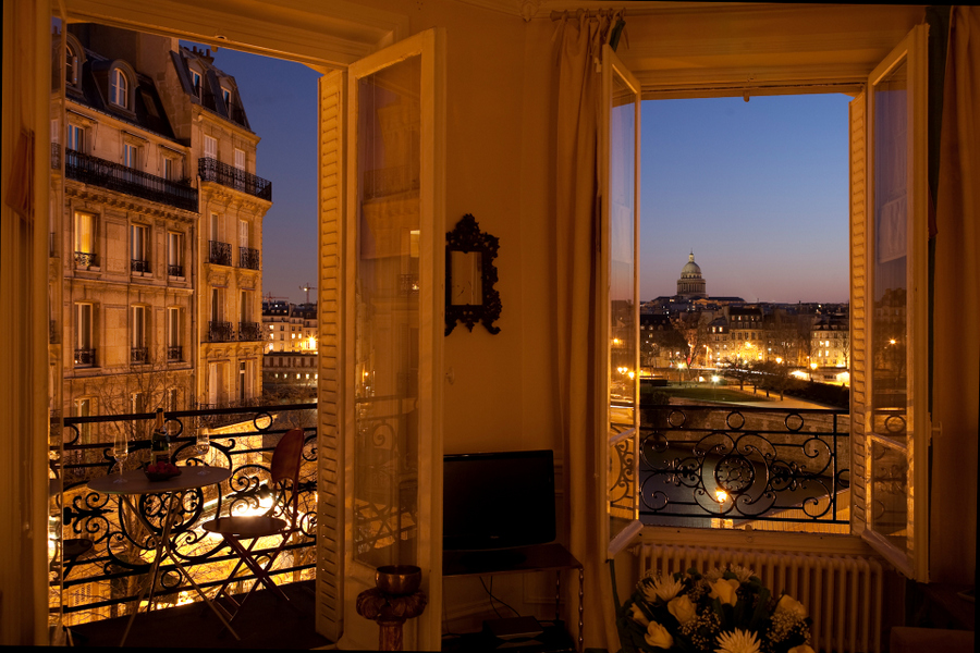 ...And perfect for the celebratory glass of bubbly... Apartment for rent in Paris - Notre-Dame, Ile St-Louis - 2 bedrooms - Saint Louis Bourbon 2BDR/1BA - Private Homes