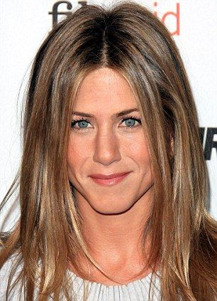 Jennifer Aniston Sparks Concern With Plumped Up Complexion On Movie Set Light Brown Hairlow