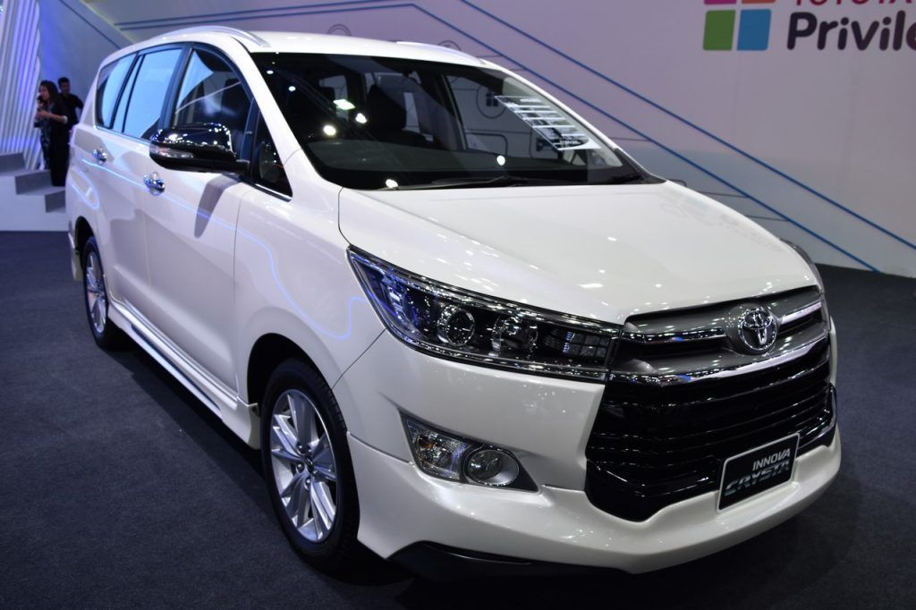 Toyota Innova Crysta Showcased At Bims 2017 In 2020 Toyota Innova Toyota Toyota Motors