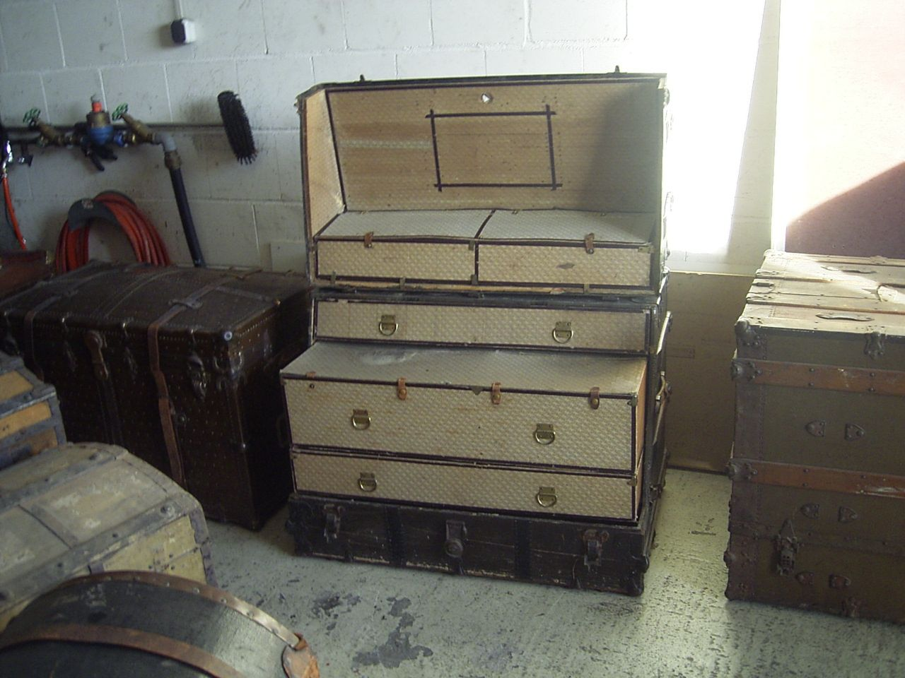Rare old travel trunk with drawers. www.zeitreise-bamberg.de
