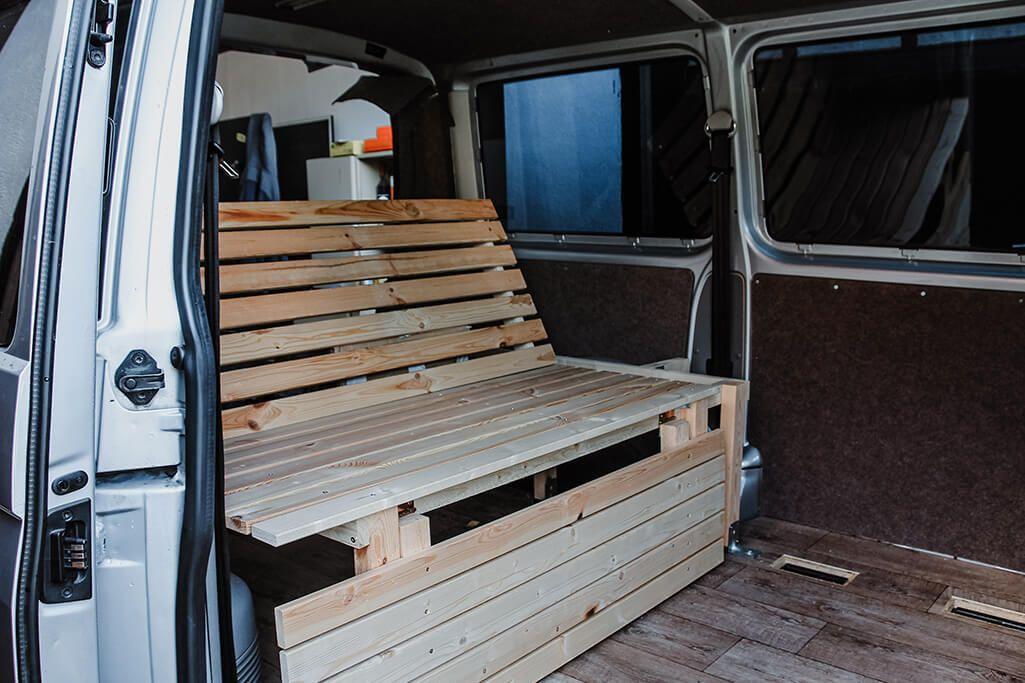 Campervan Selbstausbau Das Bett Im Vw T5 Transporter Take An Advanture Vw T5 Vw Bus Camper Vw Bus Umbau