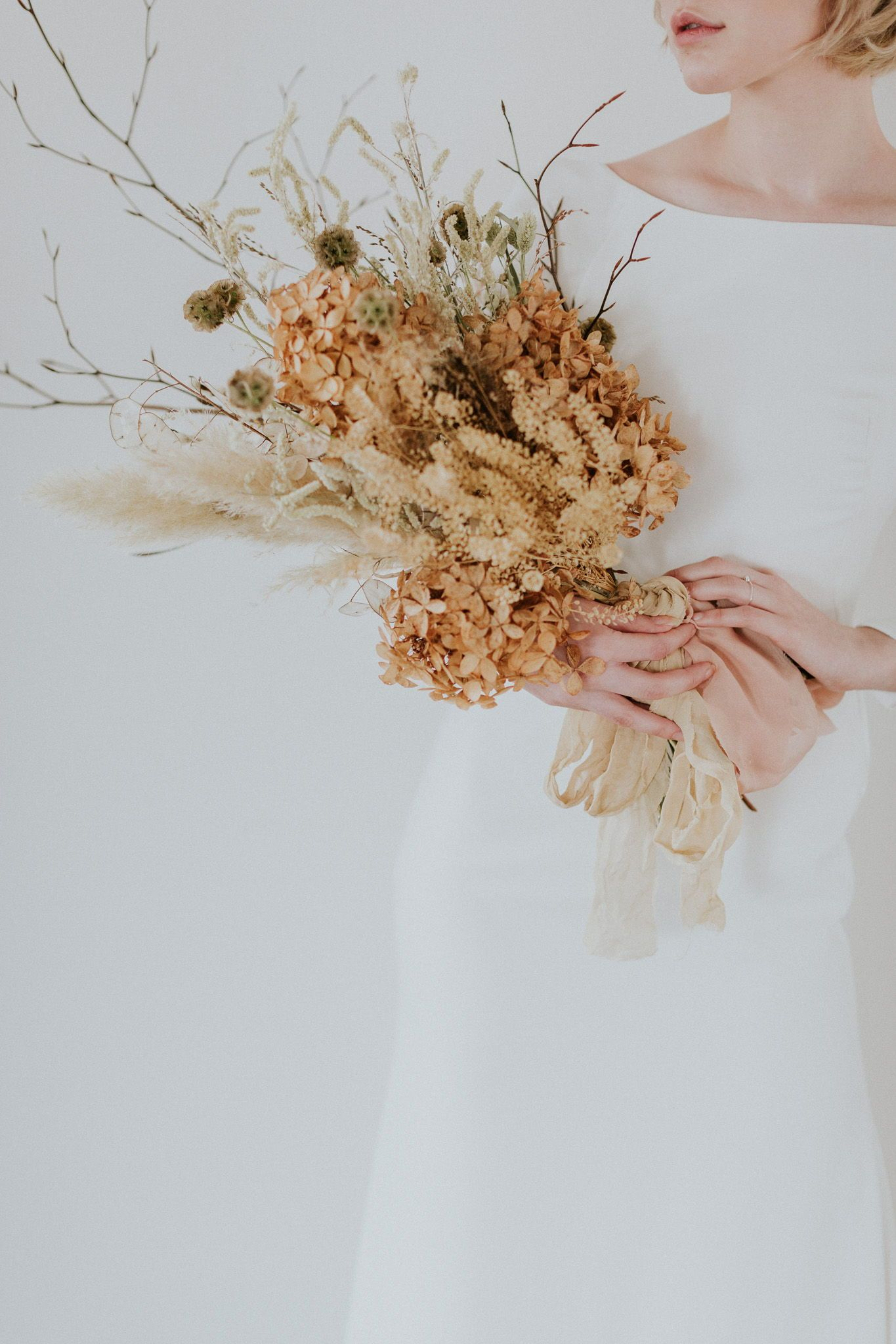 Minimalist Modern Pared Back Wedding Editorial For The Stylish