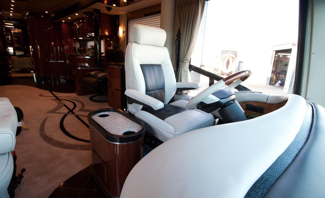 Luxury rv interior - Inside Luxury Rvs Newell P2000i Rv Interior