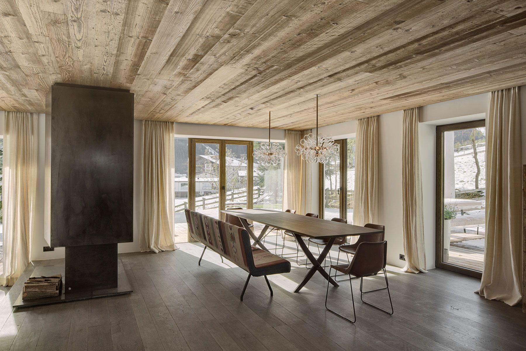 Dining room in haus s in tirol austria designed by gogl for Interior design osterreich