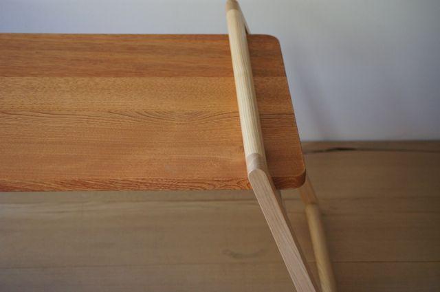 キャンプ用の折りたたみのローテーブル まず とても単純なテーブルを試作 天板を脚に挟むだけ シンプルでキレイです 天板の下に 折りたたみテーブル 木製 シェルフ 折りたたみテーブル Diy