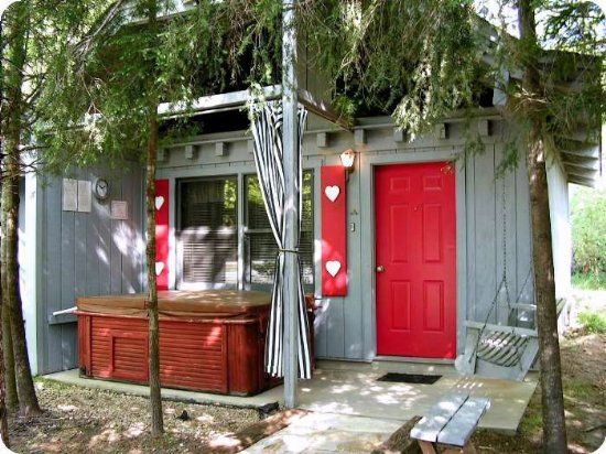 Adorable And Affordable Studio Hot Tub Cottage In Helen