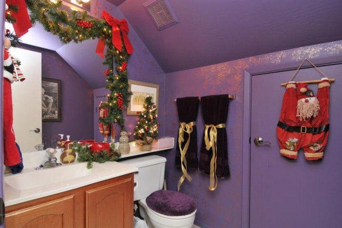 A Purple Festive Bathroom Decoracion Navidena Bano De Navidad Decoracion De Bano Para Navidad