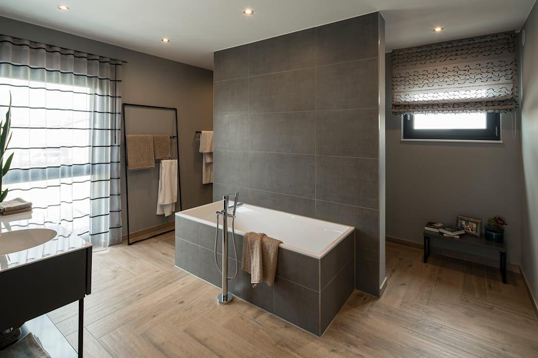 Photo of Maxim – gemütliches badezimmer mit holzboden moderne badezimmer von fingerhaus gmbh – bauunternehmen in frankenberg (eder) modern   homify